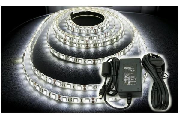 BERGE LED pásek KOMPLET - SMD 5050 - 5m - 300/5m - 72W - studená bílá + konektor a zdroj