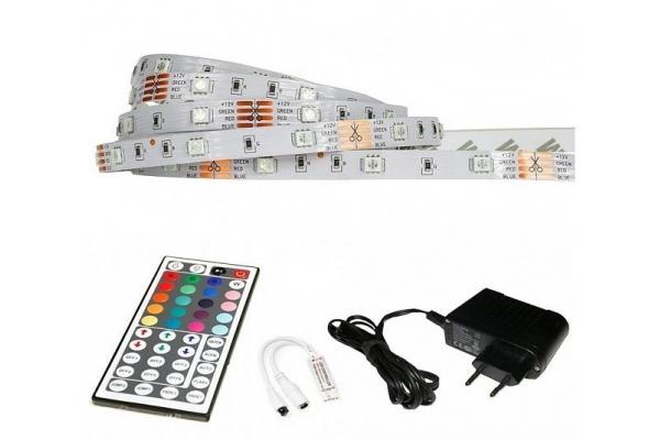 BERGE LED pásek - RGB 5050 - 2,5m - 30LED/m - 7,2W/m - IP65 - komplet - ovládání 44 tlačítek